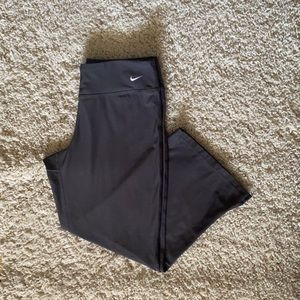 Nike active wear pants capri style